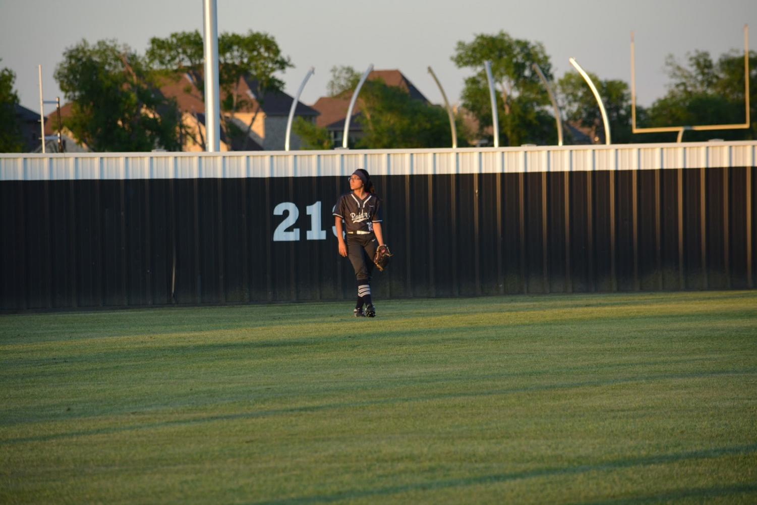 Last+time+%5C%5C+Waiting+to+catch+the+ball+for+the+very+last+time%2C+senior+Victoria+Perez+plays+in+her+last+softball+game+for+the+varsity+team+April+26.+The+team+fell+to+Frisco+Independence+5-4+in+the+second+round+of+the+playoffs.+%E2%80%9CI+was+very+heartbroken+to+see+my+team+lose%2C+but+at+the+same+time%2C+I+don%E2%80%99t+think+we+played+as+well+as+we+could+and+I+hope+the+upcoming+varsity+team+does+better%2C%E2%80%9D+Perez+said.