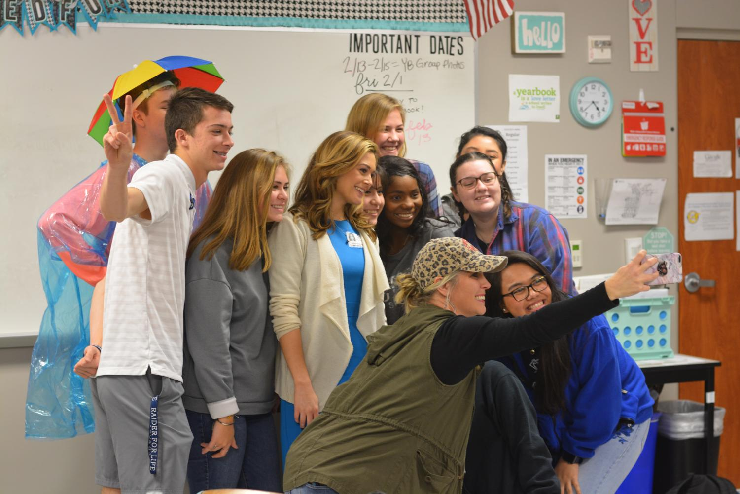 Take a flick // Gathering all together, journalism students take a selfie with Allie Spillyards before she daparts. Students got up close and personal with the NBC News reporter, and got a chance to dive deep into her world of journalism.