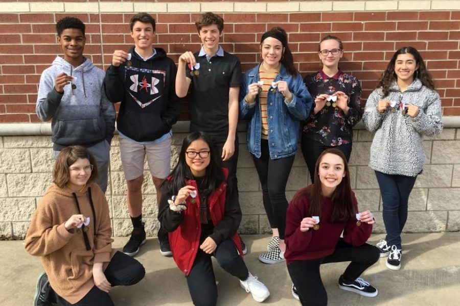Achieving+Artistry+%2F%2F+Students+in+the+first+division+show+off+their+medals.+The+70+art+students+won+a+total+of+103+regional+medals+at+Vase.