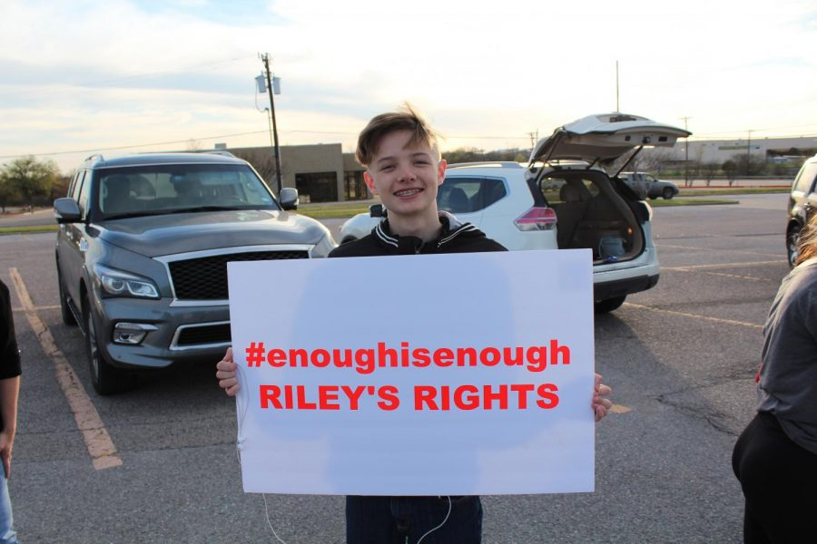 Enough+is+enough+%2F%2F+Plano+ISD+student+Riley+Russell+takes+a+stand+against+bullying+alongside+friends+and+family+including+his+cousin%2C+junior+Madison+Marley.+Marley+was+one+of+many+who+posted+the+video+on+social+media.