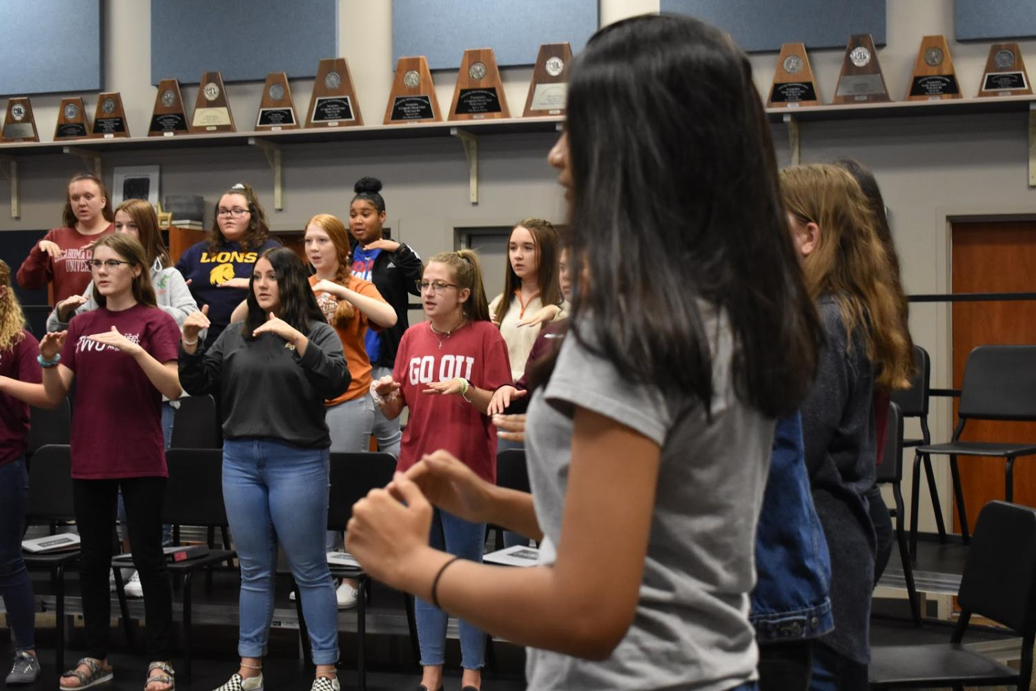 Singalong \\ Practicing hand signs Aug. 29 in the choir room, Bel Canto girls get back into the hang of things for this year's Ignite theme.