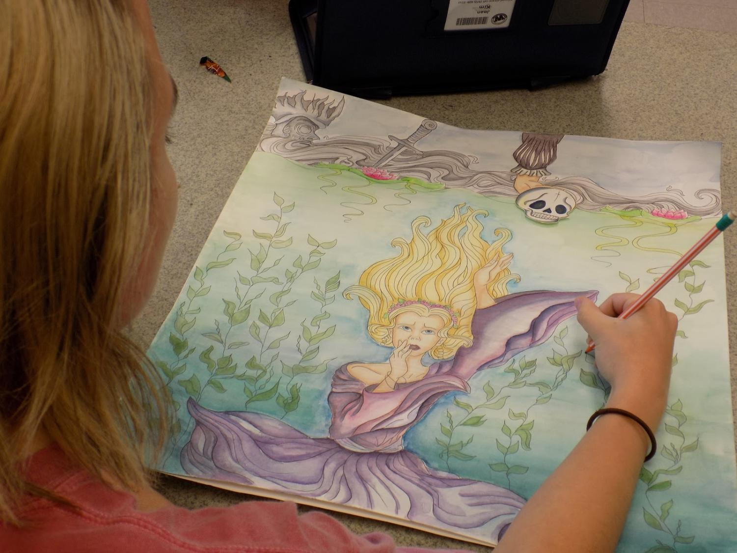 A start in art \\ Finishing her art piece Sept. 6 during lunch, senior Jenna Wesson tries to get in the last bit of detail before turning it into Ms. Thompson.