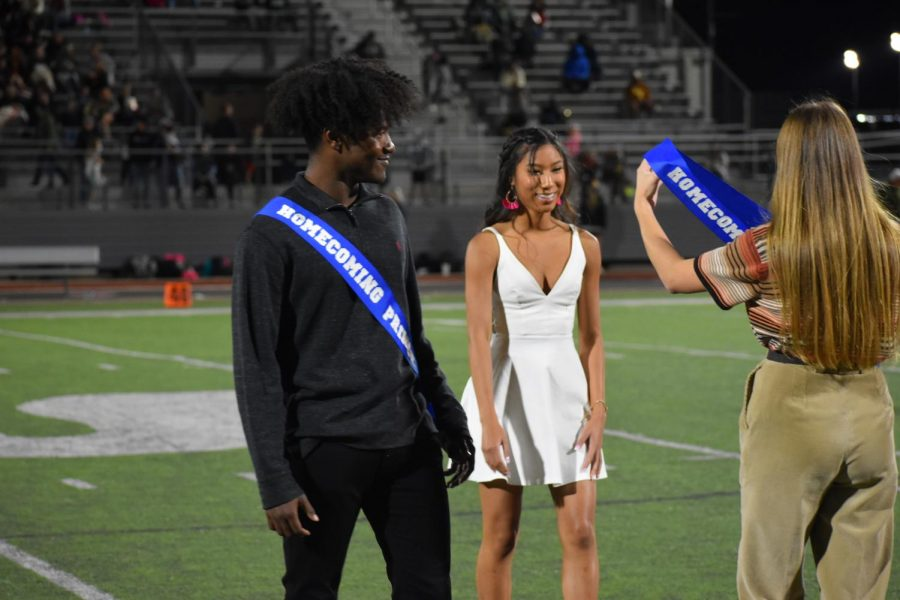 Queen of hearts \\  Coronated by last year's homecoming queen,, junior Mya Jones wins the junior class crown. Junior Darren Quickly was selected as the junior prince. Students nominated, then voted on their class nominees.