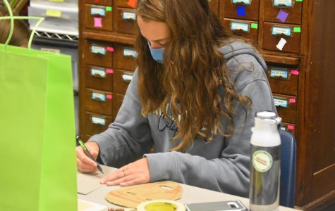Unmasked \\ Freshman Aubrey Matkoff constructs a mask out of cardboard in Mrs. Bekka Glaze's fourth period tech theatre class Aug. 31.
