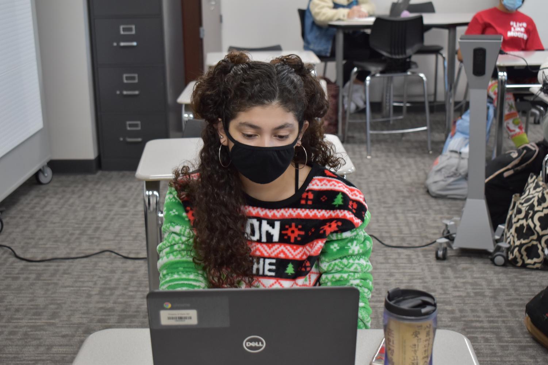 Future prep \\ Senior Delia Martinez takes notes in Mrs. Newton