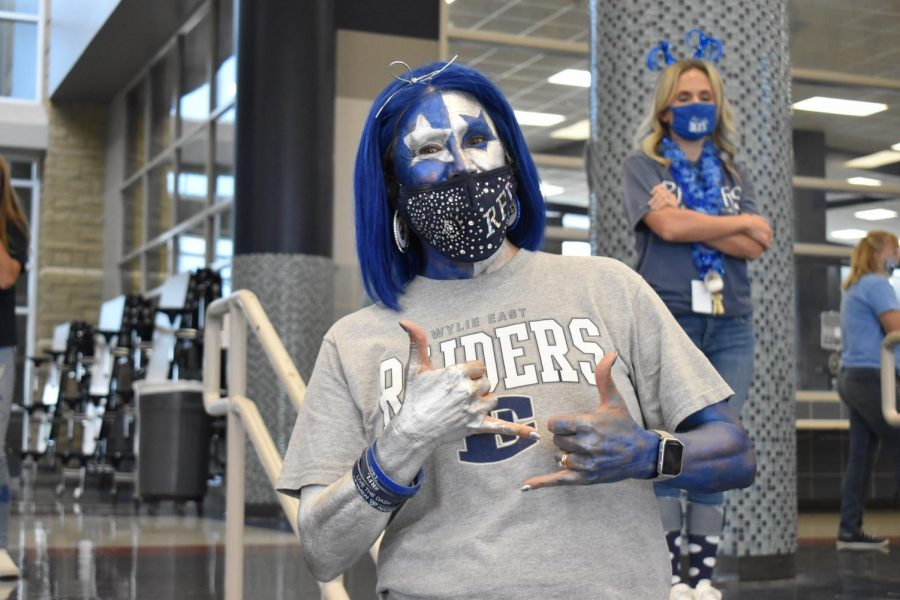 Kiss of blue \\ Adorned in silver and blue, English Teacher Mrs. Elizabeth Simmons is a past winner of the Ultimate Raider contest.