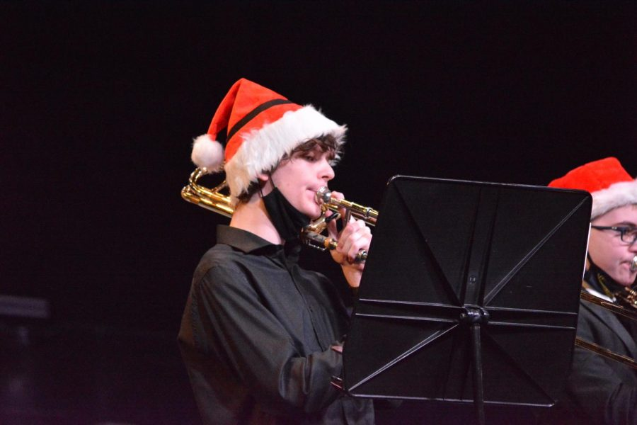 Jingle+horns+%5C%5C+On+the+stage%2C+performing+in+front+of+a+camera%2C+sophomore+Landon+Daniels+participates+in+the+Pride+of+the+East%E2%80%99s+first-ever+virtual+elementary+tour+Dec.+8.