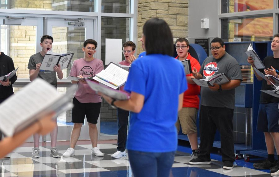 Think Jazzy \\ Out of the Blue Pop Choir practices Think by Aretha Franklin in the foyer by the front office. Front office staff and nearby students gathered to watch. It was nice to preform in front of an audience for the first time, senior Heath Hadley said.